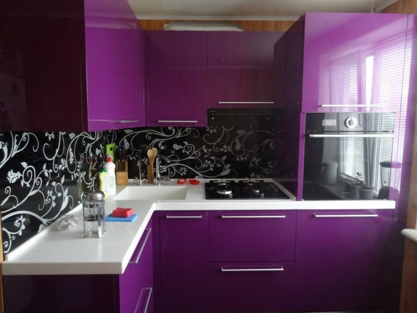 Фиолетовая кухня - современные идеи по сочетанию цвета и оттенков. Особенности подбора аксессуаров при оформлении кухни