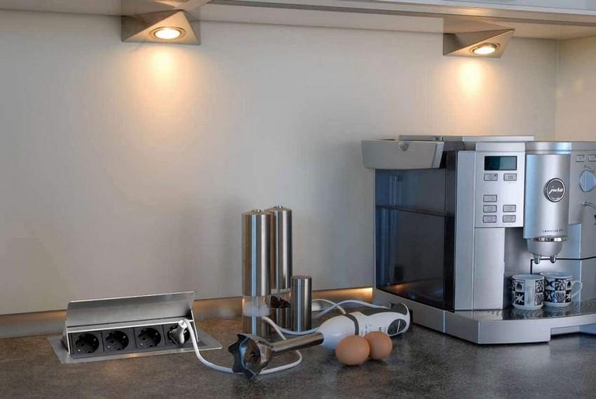Розетки на кухне - правильное расположение, советы по размещению и рекомендации как спрятать розетки