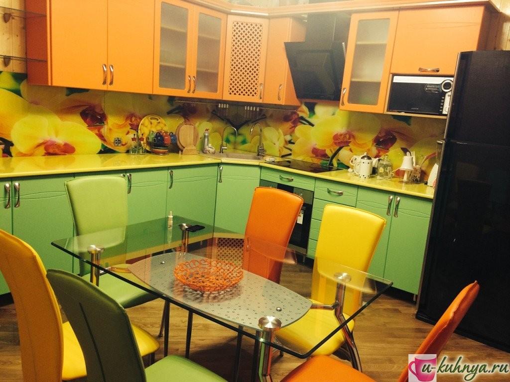 зелено оранжевая кухня