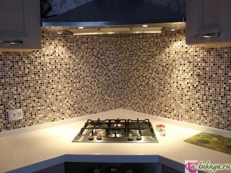 как положить мозаику на фартук кухни