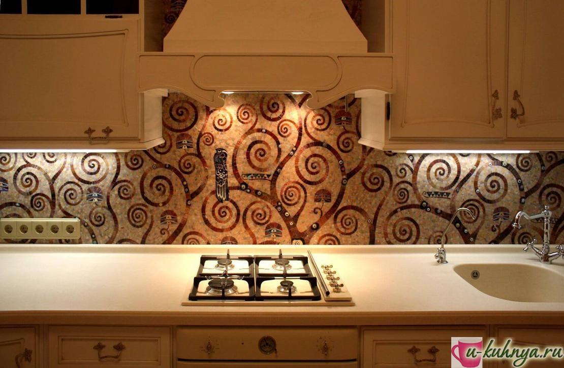 зеркальная мозаика на кухне фартук