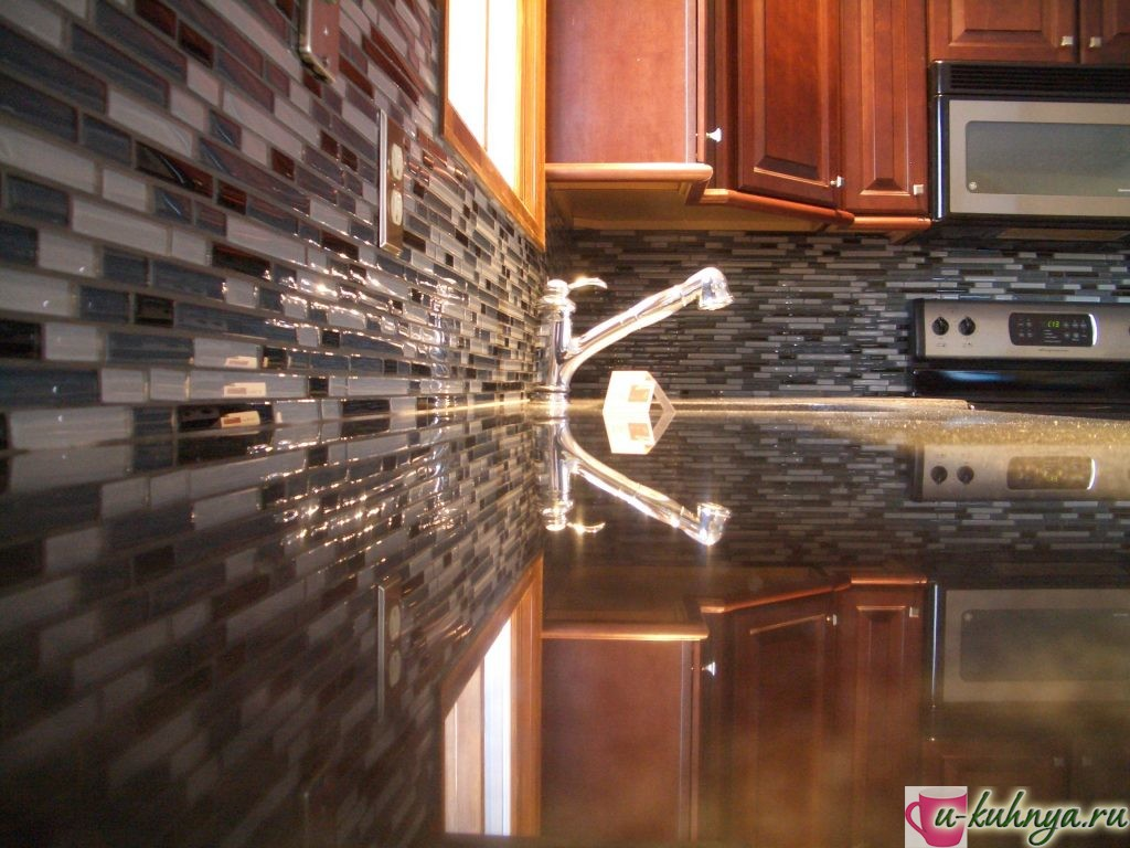 укладка фартука на кухне мозаикой