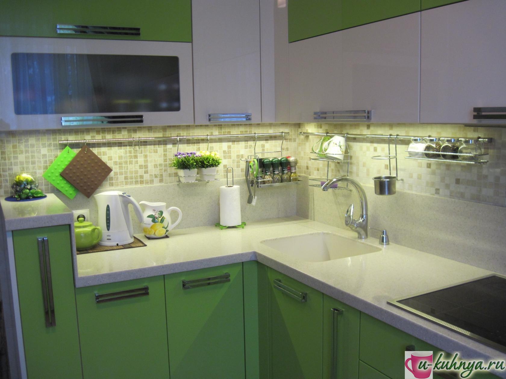 кухня с ручками рейлингами фото
